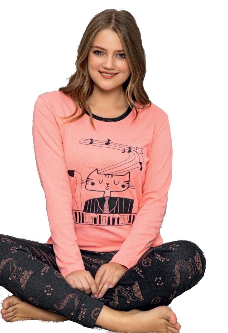 Pijama woman piano cat